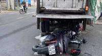 TP.HCM: Tông vào đuôi xe chở rác đậu bên đường, một người đàn ông chết thảm