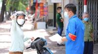 """Ảnh: Nhiều người buộc phải quay xe khi đi đến khu vực """"Tổ dân phố xanh"""" ở Hà Nội"""