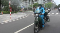 Hà Nội: Xe phun khử khuẩn gắn máy lưu động được thử nghiệm trên đường phố