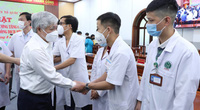 Chủ tịch UBTƯ Mặt trận Tổ quốc Đỗ Văn Chiến chia sẻ những điều xúc động với y, bác sĩ sắp vào Nam chống dịch