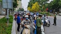 Ở Hà Nội, người ra đường phải trình thêm lịch trực, lịch làm việc: Coi chừng phản tác dụng!