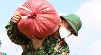 TP.HCM: Không chỉ đi chợ hộ, bộ đội còn thu hoạch lúa giúp dân giữa mùa dịch Covid-19
