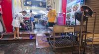 Hà Nội: Dọn dẹp hàng quán xuyên đêm để mở cửa hàng trở lại