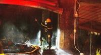 Hà Nội: Cận cảnh hiện trường biệt thự bán quần áo ở Ninh Hiệp tan hoang sau nhiều giờ cháy lớn