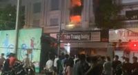 Hà Nội: Biệt thự bán quần áo ở Ninh Hiệp cháy cực lớn trong đêm, nhiều tài sản bị thiêu rụi