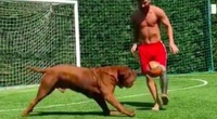 Các ngôi sao bóng đá như Messi, Ronaldo tập luyện ở nhà như thế nào?
