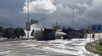 Đà Nẵng: Xe bồn chở 20 tấn gas bị lật, phong tỏa đường để giải cứu
