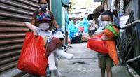 Hà Nội: Trung thu đặc biệt của những trẻ nhỏ sống dưới chân cầu Long Biên