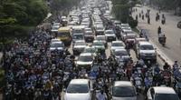 Đường phố đông nghịt người ngày đầu Hà Nội mở lại nhiều dịch vụ