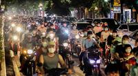 """""""Người dân đổ ra đường đông nghẹt ở Hà Nội chơi Trung thu khó chấp nhận"""""""
