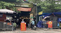 """Hà Nội: Chợ dân sinh """"quên"""" phòng dịch, hàng rong tràn lan phố phường"""