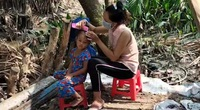 Video: Mùa dịch, nhiều lao động nghèo phải chật vật bắt cá, bẫy chim để mưu sinh