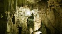 Địa điểm du lịch: Phát hiện ly kỳ hang Cẩu Quây tại hồ Thác Bà