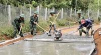 Đắk Nông: Bộ đội giúp nông dân làm những con đường tiền tỷ