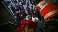 Cứu hộ lao đao đối phó thảm họa nhân đạo ở Nepal