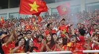 """Ảnh: CĐV rợp sắc đỏ đón tuyển Olympic Việt Nam ở lễ """"Tự hào Việt Nam"""""""