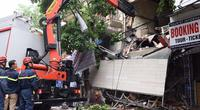 Ảnh, clip: Hiện trường sập nhà 2 tầng ở phố cổ Hà Nội