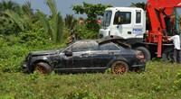 Nóng 24h qua:Thai phụ cùng chồng và em chồng chết trong xe Mercedes chìm dưới rạch