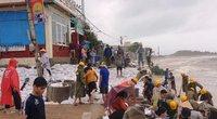 """Sau bão dữ, dân Bình Định """"đau đớn""""... vì nhà chỉ còn đống đổ nát"""