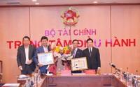Bộ trưởng Bộ Tài chính tặng thưởng Bằng khen cho Công ty cổ phần FPT và Tập đoàn SOVICO