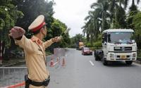 Hình ảnh người dân tự do đi lại tại các chốt kiểm soát ra vào Hà Nội