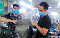 Ảnh ấn tượng tuần: Người Đà Nẵng mặc áo mưa ăn sáng và quán phở bán 1.000 bát trong ngày