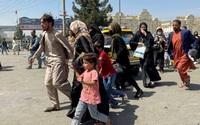 Xót xa cảnh cha mẹ bần cùng phải bán con để trả nợ ở Afghanistan