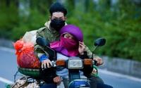 Hà Nội trở rét, người dân mặc áo ấm, bịt kín mít ra đường