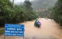 Miền Trung mưa lớn: Gió giật tốc mái nhà dân, miền núi xuất hiện nhiều điểm sạt lở
