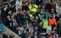 Trận Newcastle vs Tottenham dừng giữa chừng vì CĐV bị đột quỵ