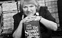Tiểu thuyết gia hình sự, bạn thân của kẻ sát nhân hàng loạt Ted Bundy qua đời