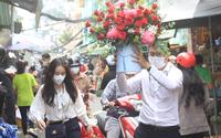 ẢNH: Chợ hoa lớn nhất Sài Gòn tấp nập quý ông ngày Phụ nữ Việt Nam