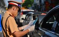 Việc Hà Nội liên tục thay đổi cơ chế cấp giấy đi đường được dẫn chứng trong báo cáo trình Quốc hội