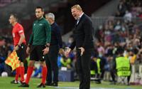 Barca thắng trận đầu tiên, vì sao HLV Koeman vẫn không vui?