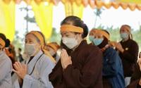 Phật tử nghẹn ngào khi về đảnh lễ và tiễn biệt Đại lão Hòa thượng Thích Phổ Tuệ