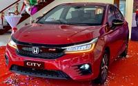 """Toyota Vios và loạt xe sedan hạng B ồ ạt ưu đãi cuối năm """"vớt"""" doanh số"""