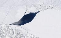 Phát hiện hố khổng lồ trong lớp băng lâu đời nhất ở Bắc Cực