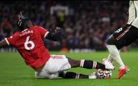 """Pogba đá 14 phút, """"biếu"""" 1 bàn và nhận 1 thẻ đỏ: Huyền thoại Paul Scholes khuyên… giải nghệ"""