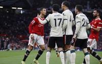 M.U bị hạ nhục, Ronaldo nổi điên đá người, nói điều bất ngờ