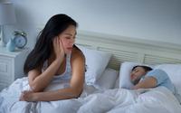 Chồng cứ ngày rằm mới chịu ngủ cùng vợ, sự thật phía sau khiến vợ rợn tóc gáy