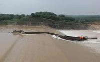 NÓNG: Cứu hộ Phó Giám đốc Sở ở Quảng Trị cùng 6 người mắc kẹt giữa dòng nước xiết