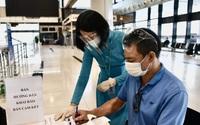 Bộ GTVT: Bỏ viết cam kết, hành khách đi máy bay vẫn phải kê khai trên giấy