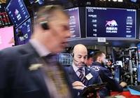Dow Jones mất 940 điểm khi số ca nhiễm Covid-19 tăng vọt, đe dọa sự phục hồi kinh tế