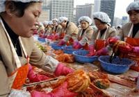 """Giá cải thảo tăng chóng mặt đã tạo ra """"khủng hoảng"""" kim chi tại Hàn Quốc"""