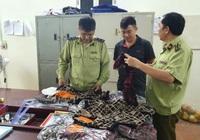 Lạng Sơn: Thu giữ hơn 200 sản phẩm hàng hóa có dấu hiệu giả nhãn hiệu nổi tiếng