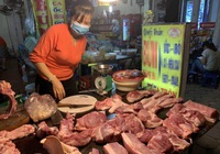 Qua đỉnh lịch sử, thịt lợn tại chợ về mức giá rẻ nhất năm