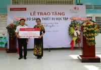 """Agribank Kiên Giang trao tặng Tủ sách, thiết bị học tập với chủ đề """"Thêm con chữ, bớt đói nghèo"""""""