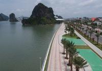 Người dân và du khách hứng khởi vui chơi trên con đường ven biển hoàn mĩ nhất Hạ Long