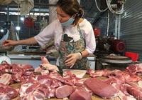Giá thịt lợn neo cao, ai chịu trách nhiệm?