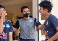 HLV Kiatisak cùng Công Phượng, Hồng Duy cười hớn hở khi V-League sắp trở lại